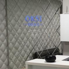 Зеркальная плитка с логотипом и подсветкой