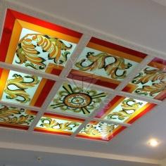 Потолок с заливным витражом