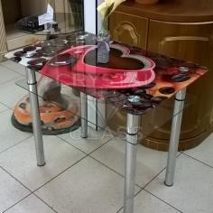 Кухонный стол из стекла с фотопечатью