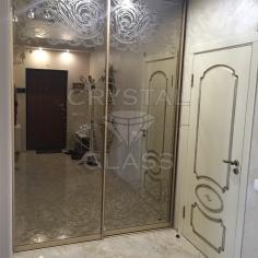 Рисунок на зеркале с камнями сваровски