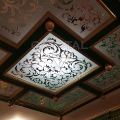 Потолок с художественной матировкой с стороны амальгамы