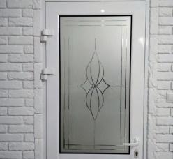Двери с гравировкой