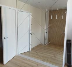 Зеркальное панно в виде геометрических фигур
